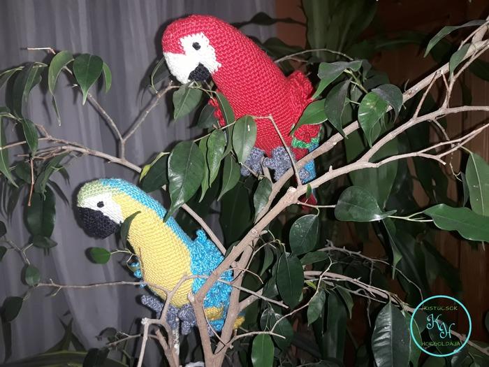 Papokik, avagy egzotikus madarak a családban… Horgolt papagájok a lakásban…