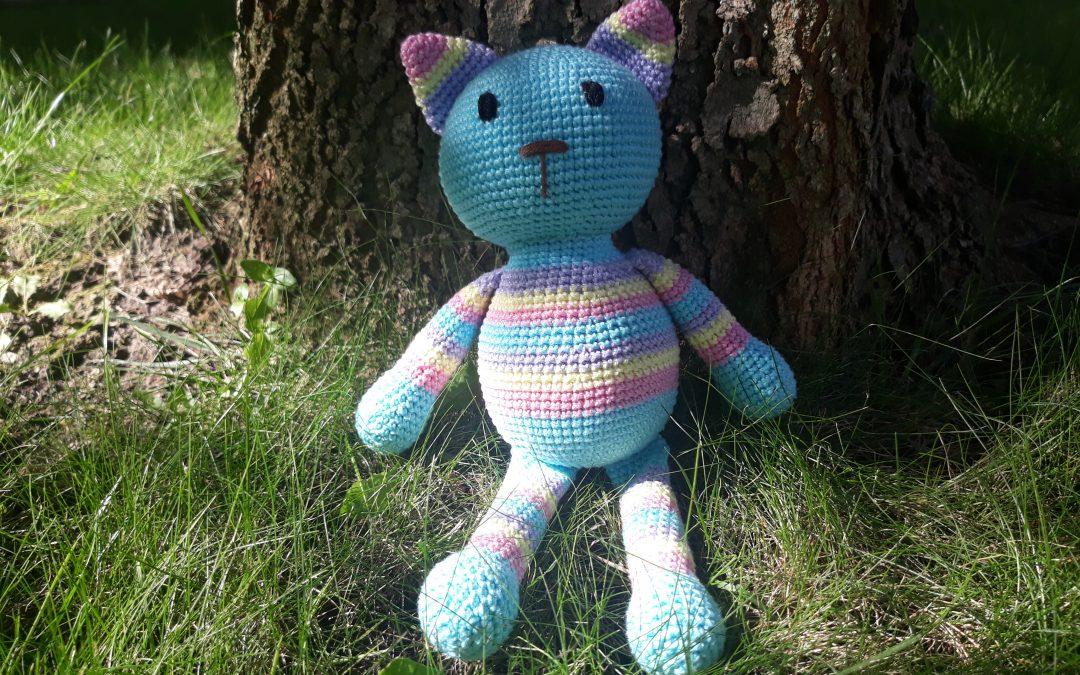 Kornélia, a kis horgolt cica, aki ráadásul csíkos is